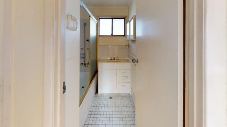 36-Bathroom (1) (wecompress.com)