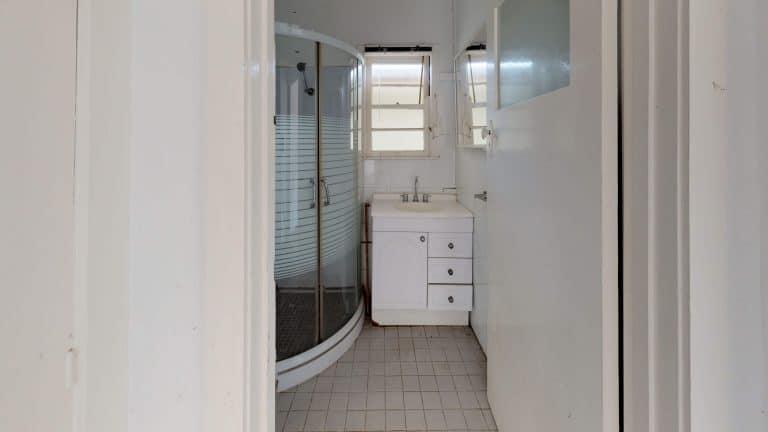 House-37-Bathroom (3)