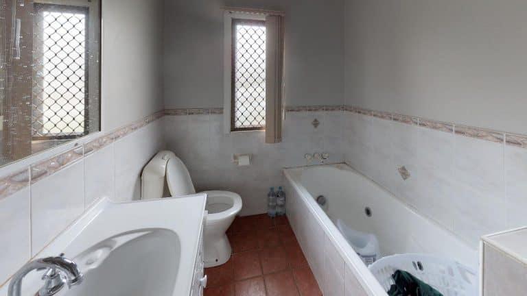 20-Dorothea-Bathroom