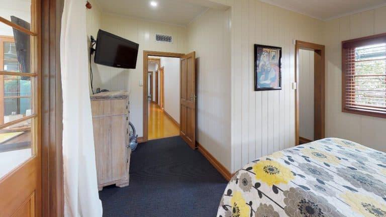 Passage-2-Bedroom(4)