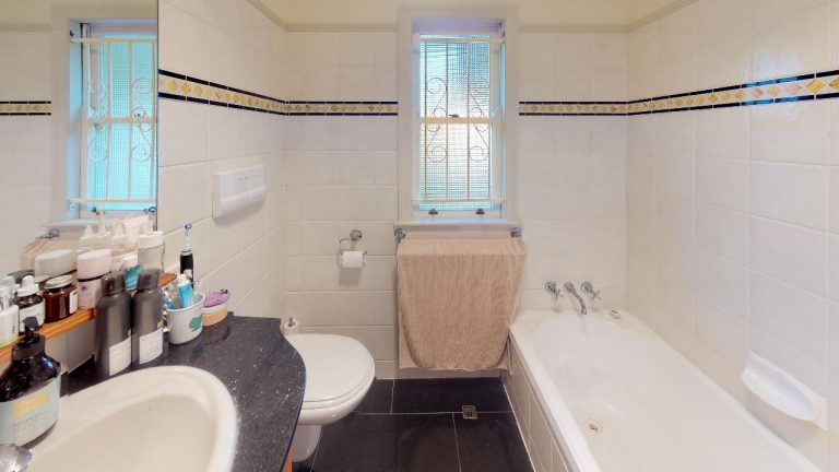 Bella-Bathroom(1)