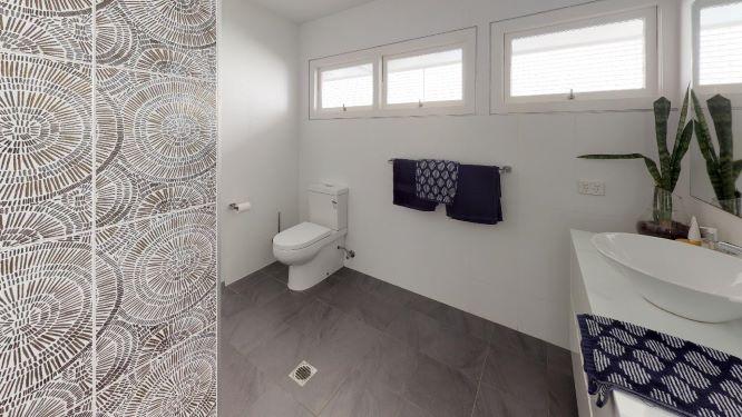 Tarragindi-Bathroom
