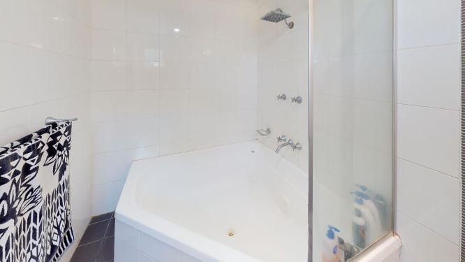 Tarragindi-Bathroom(1)