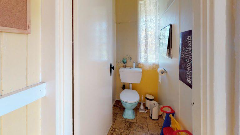 Meeka-Bathroom