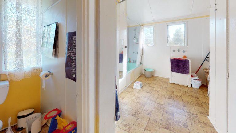 Meeka-Bathroom(1)