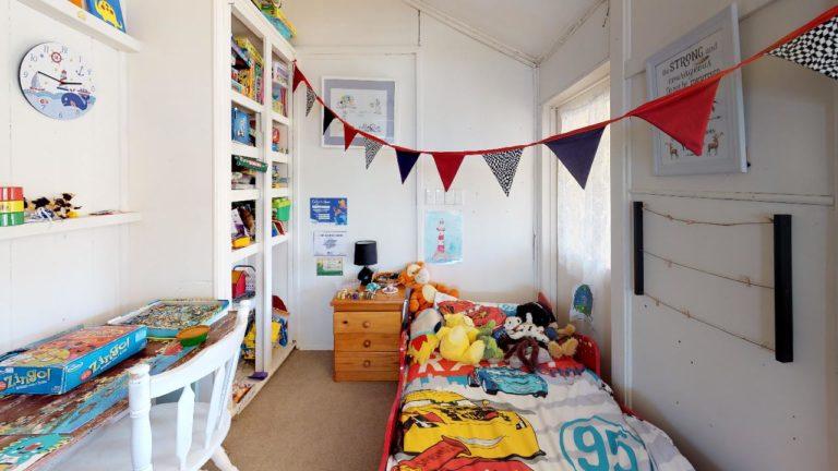 Meeka-Bedroom(1)