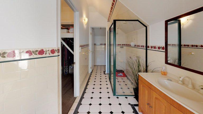 The-Oakdale-Ranch-Bathroom(1)