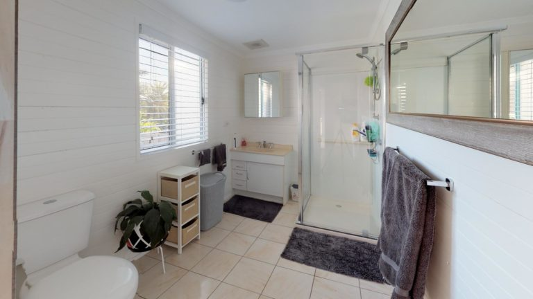 Sophia-Bathroom
