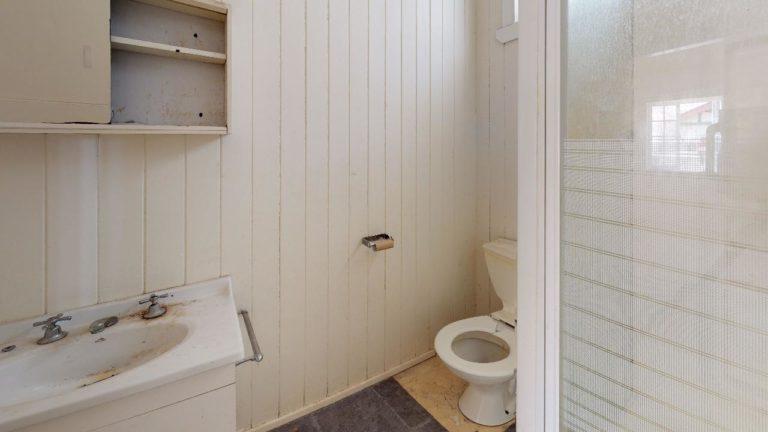 Ava-Bathroom
