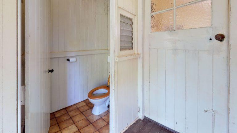 111-The-esplanade-Bathroom