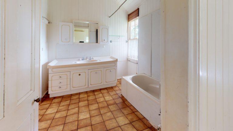 111-The-esplanade-Bathroom(1)