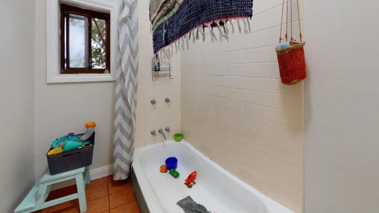 Lillian-Bathroom