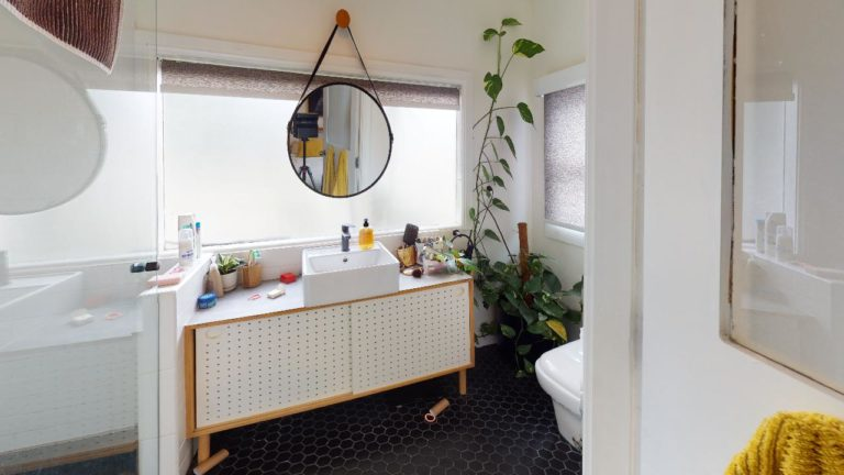Lillian-Bathroom(1)