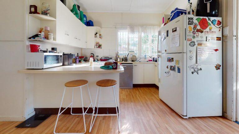 Tarragindi-Kitchen
