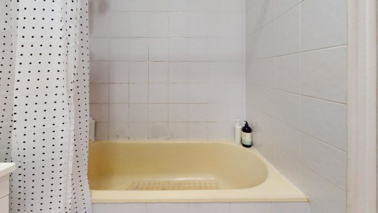 Damsel-Bathroom(1)