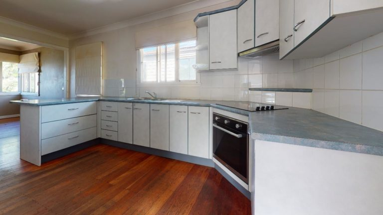Wavell-Heights-Kitchen(1)