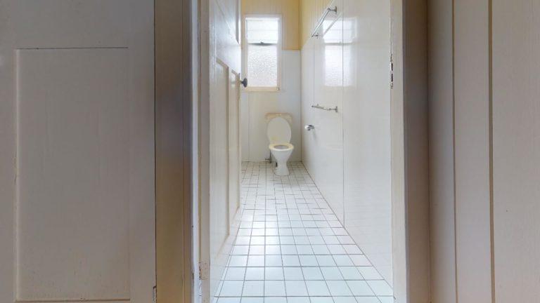 Alderly-2-Bathroom