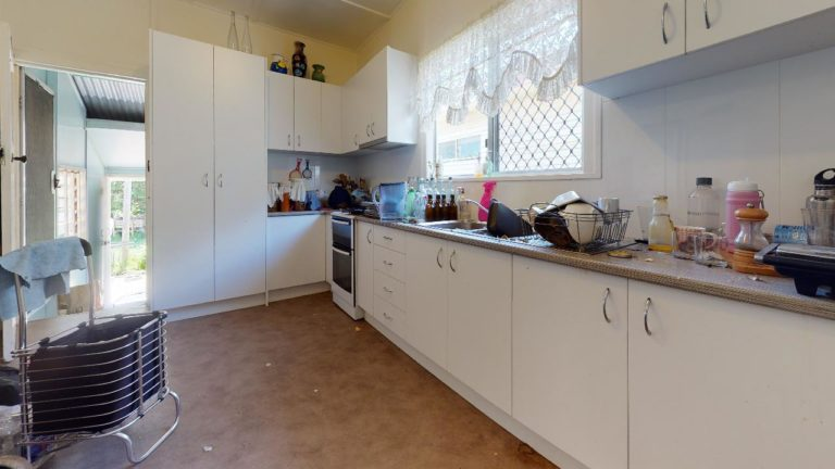 Sun-Kiss-House-Kitchen