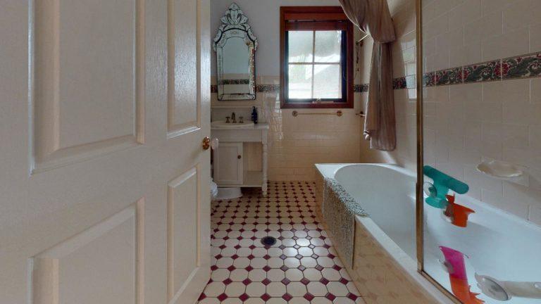 Bunya-Bathroom