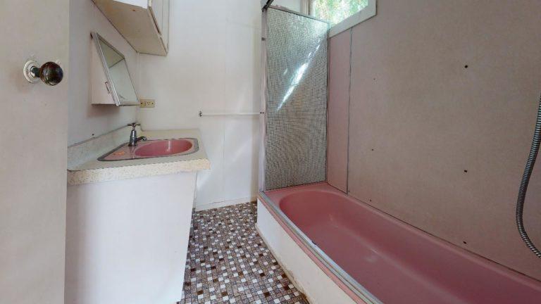 Wooloowin-Bathroom(1)