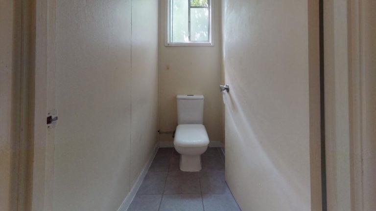 Wooloowin-Bathroom(2)