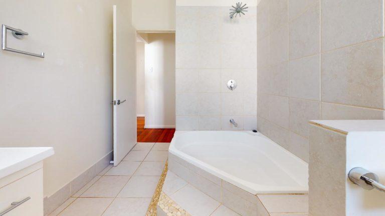 Bardon-Bathroom