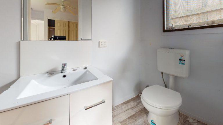 Cooroy-Granny-Flat-Bathroom