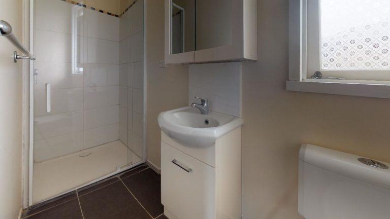 Cooroy-House-Bathroom