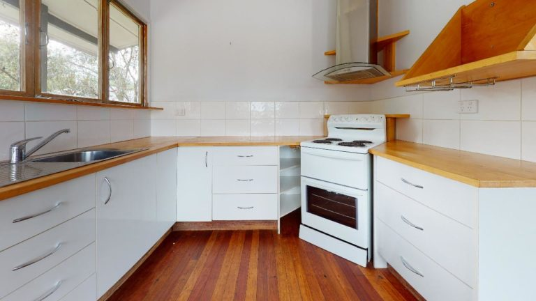 Cooroy-House-Kitchen