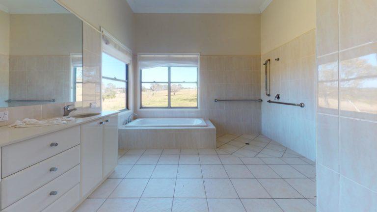 Yarraman-Bathroom